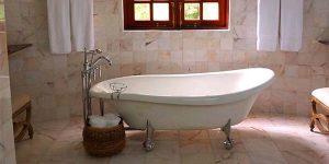 Consejos para evitar caídas de ancianos en el baño